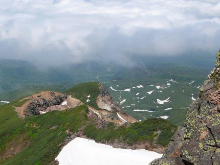 登山口の凌雲閣から続く道