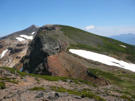 左奥に十勝岳、中央は上ホロカメットク山、右奥にはトムラウシ