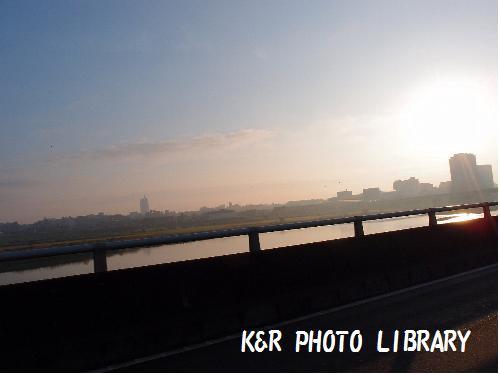 朝焼けの多摩川