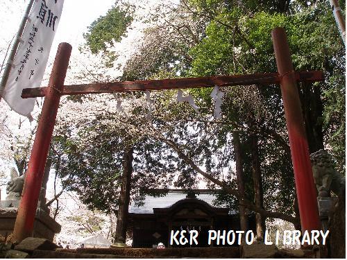 階段の先には神社