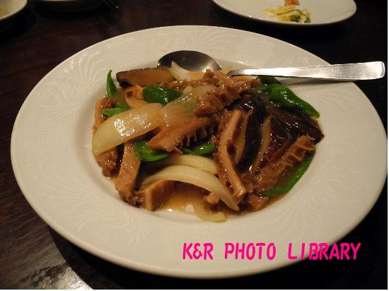 牛ガツ(ハチノス)と野菜の醤油炒め