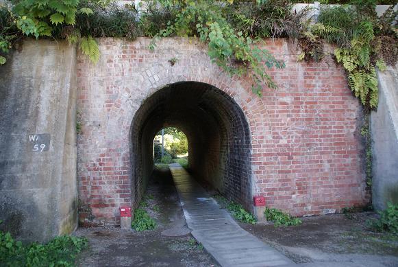 中央線降下したのトンネル