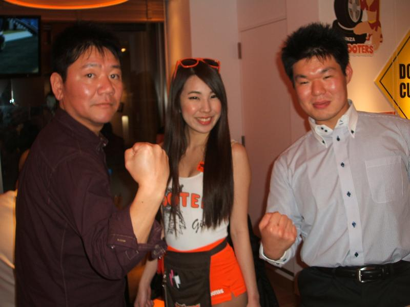 Hooters japan ginza twins muscle