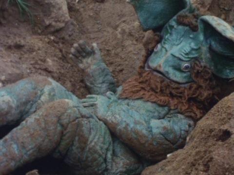 穴に落とされたイカルス