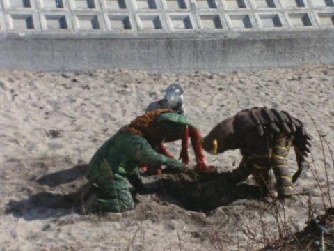 3人仲良く穴を掘ると・・・