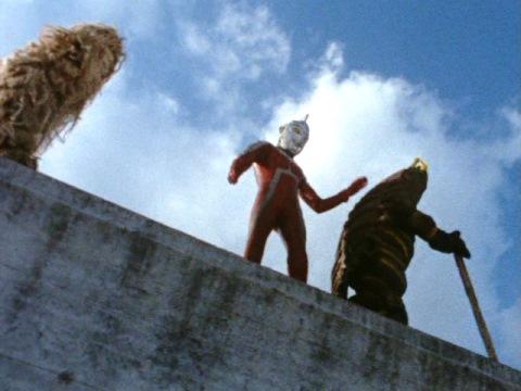 ウルトラセブンが仲裁し、それぞれを来た道に帰す