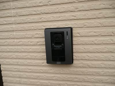 玄関に取り付けられたインターホン
