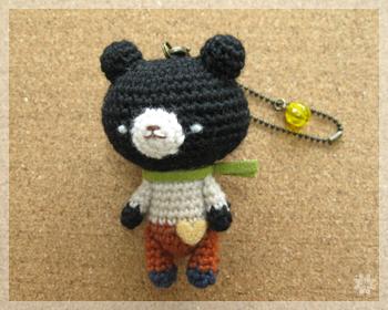 セーターの黒クマ