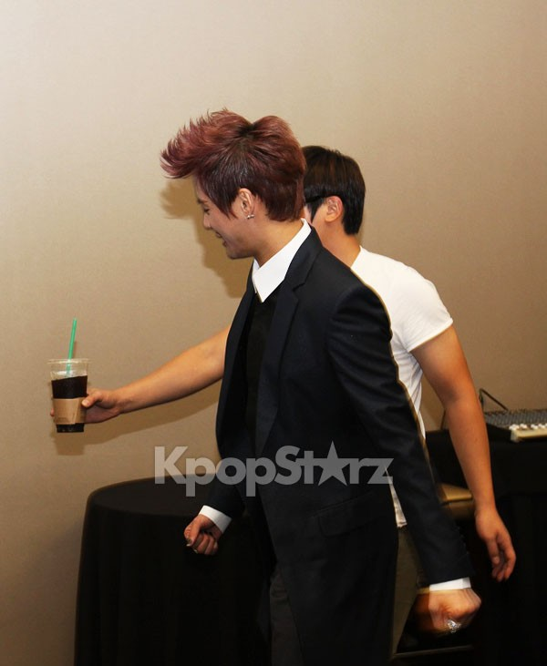 30167-xia-junsu-arrival-and-greeting-for-1st-world-tour-concert-in-new-york.jpg