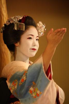 2012-04-28-舞妓 とし真菜
