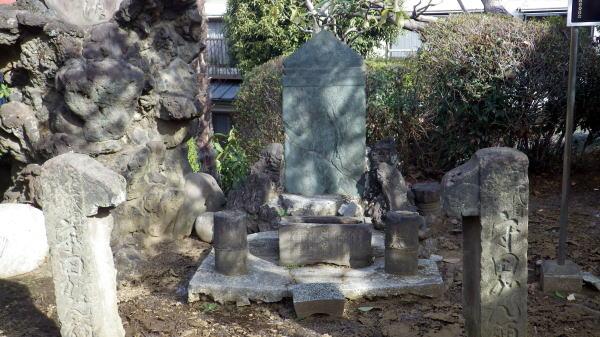 紅皿の碑(墓)