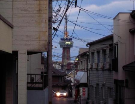 別府タワーの見える坂2