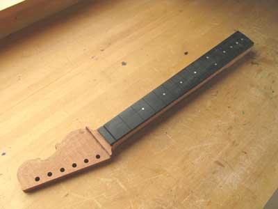 thin-line-guitar-03-6.jpg