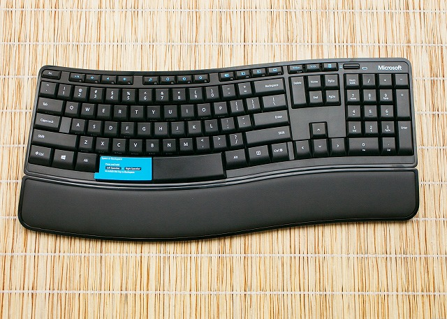 Sculpt_Comfort_Keyboard_02.jpg