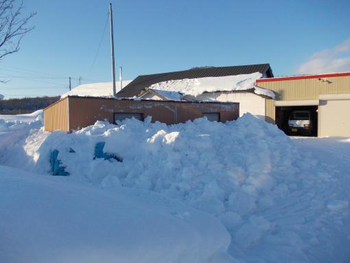 20130117_小屋屋根雪下ろし
