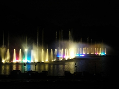 夜の噴水ショー