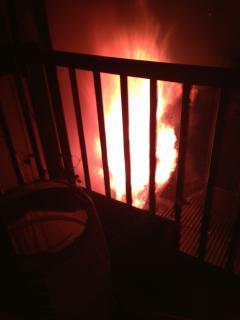「カズオ!」でベランダに出た瞬間に、炎。