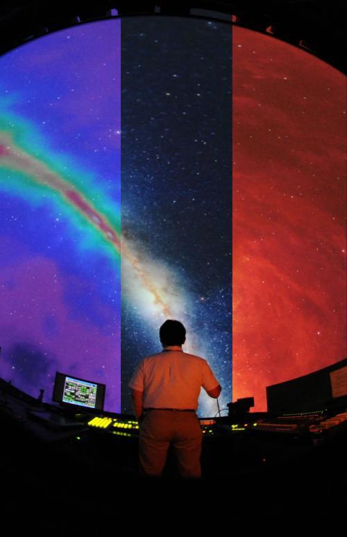 見えない宇宙を探る