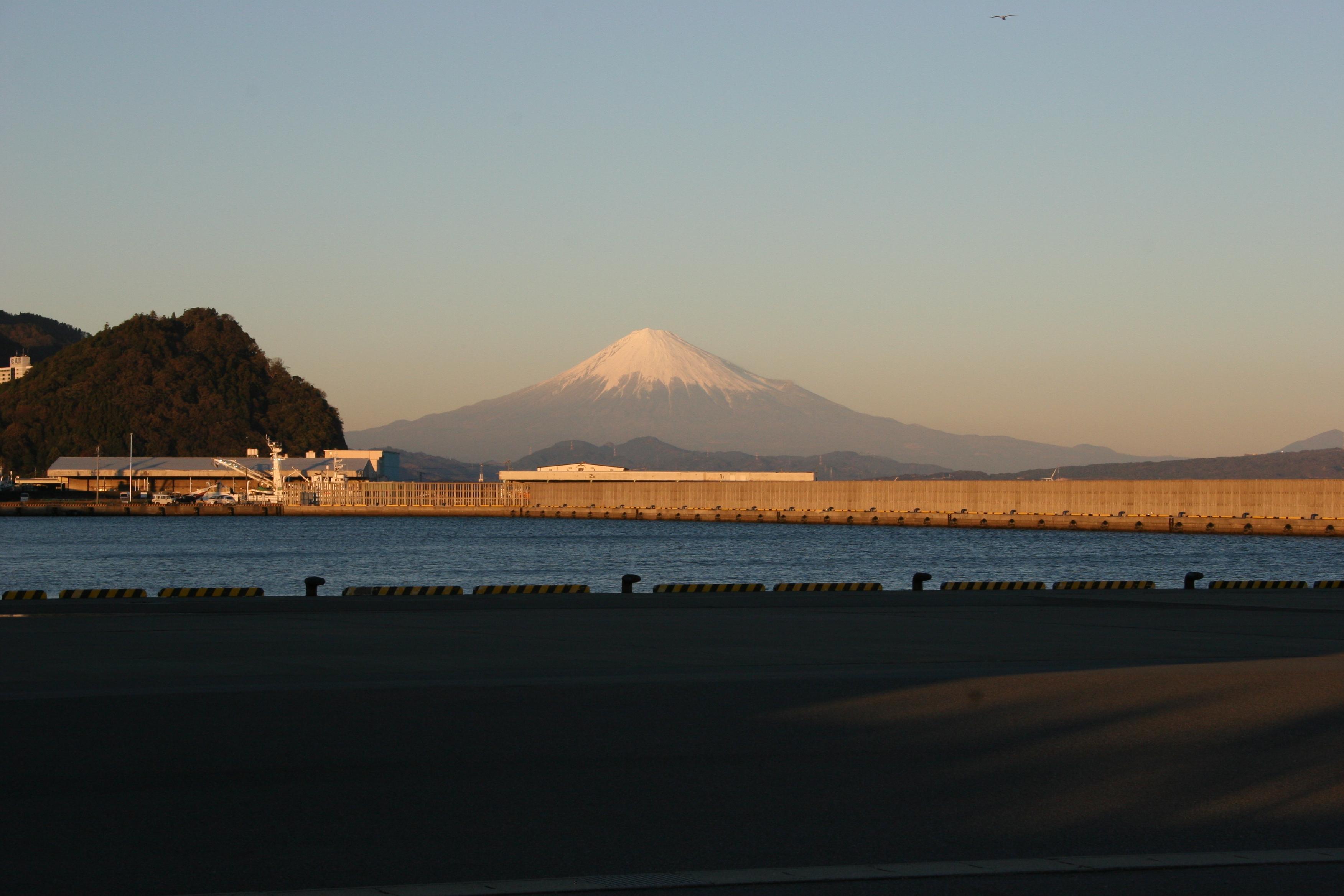 20121206焼津港富士山