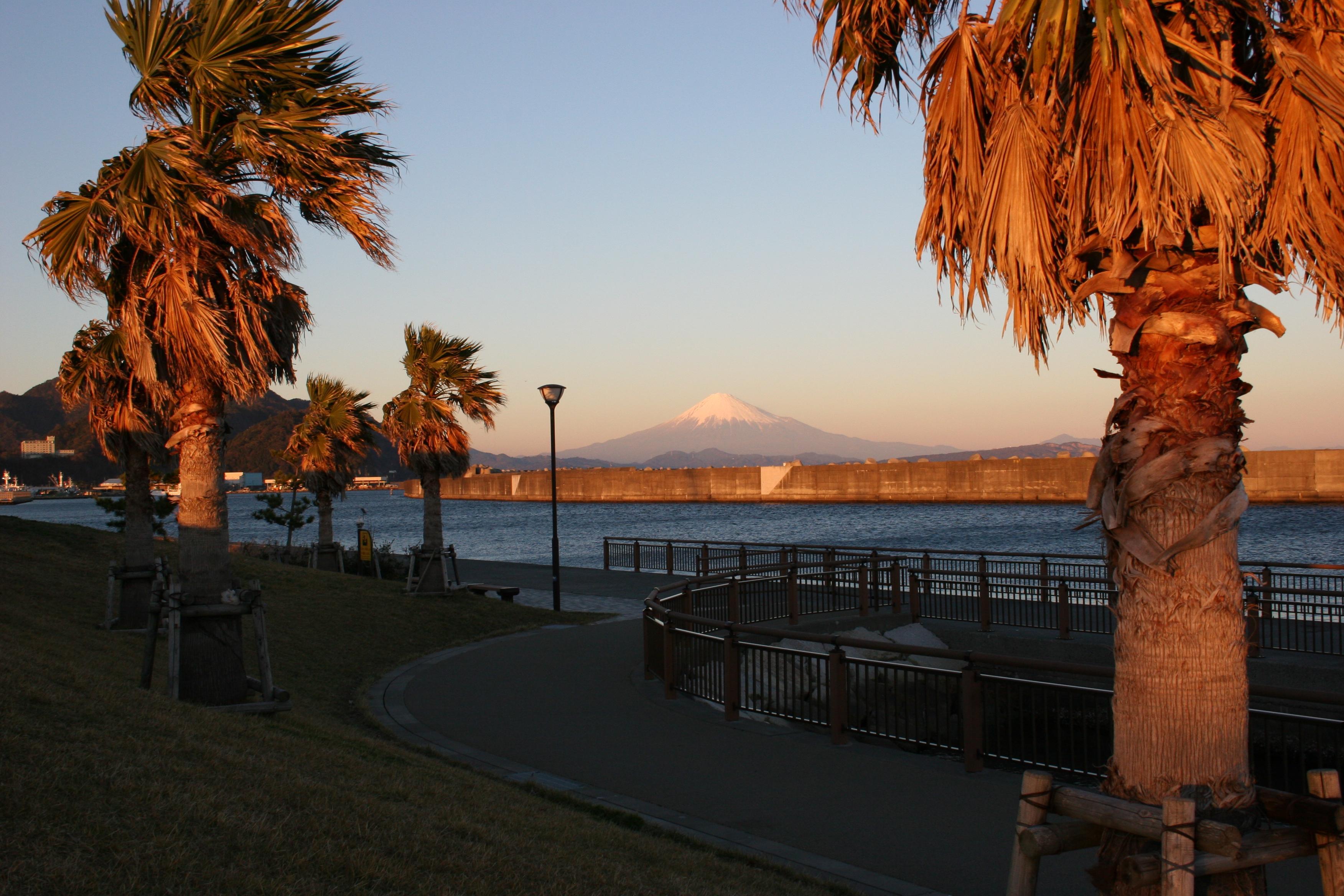 20121206親水広場ふぃしゅーな富士山