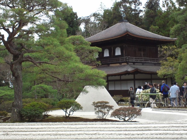 GinkakuTukiyama.jpg