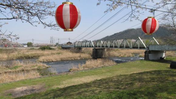 吉井川を見下ろす
