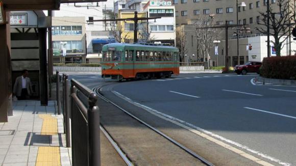 岡山市内を走る路面電車