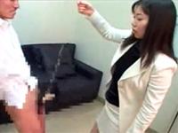 生徒のチンポに紐を巻きつけ引っ張りまわす痴女教師