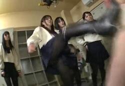 【M男】 集団サディストJK パンチ、キック、膝蹴り、暴脚黒ブーツ金蹴りリンチ!!