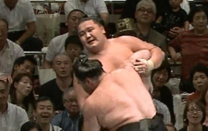 『ゆるゆり』Tシャツを着て大相撲を見に行った奴がいるんだけどwwww