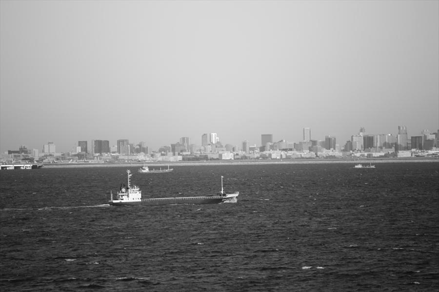 海ほたる朝東京方面モノクロ05