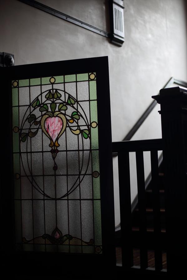 横浜50mm洋館ドアと階段01
