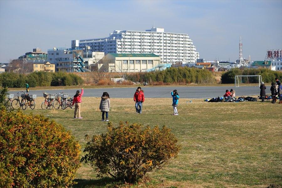 多摩川冬遊び河原03