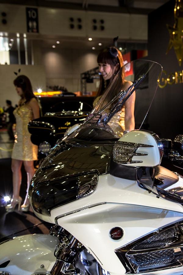 東京オートサロンバイクとコンパニオン04