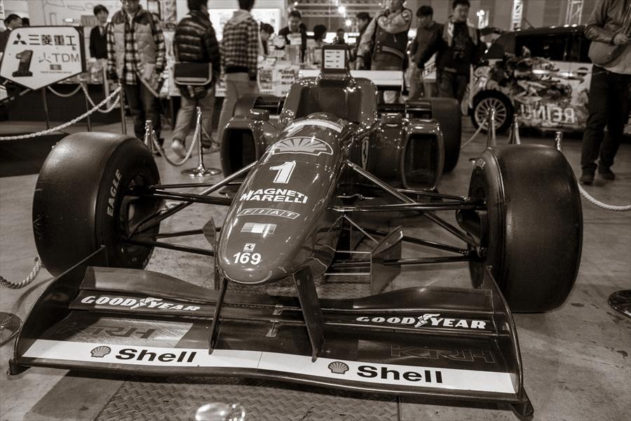 東京オートサロンフェラーリ全体像モノクロ06