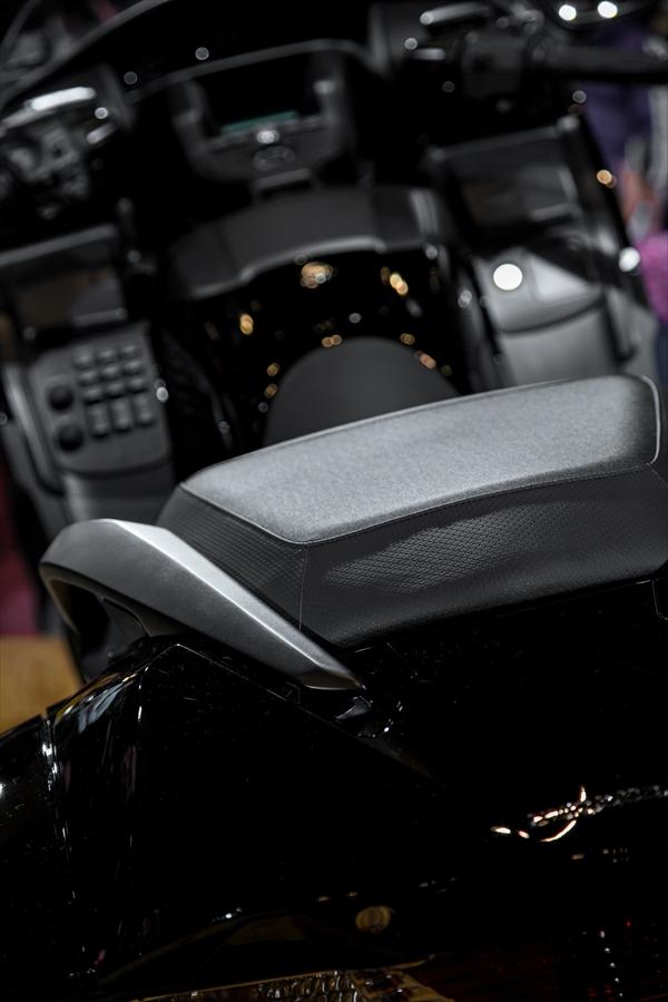 東京オートサロン大型バイク背後05