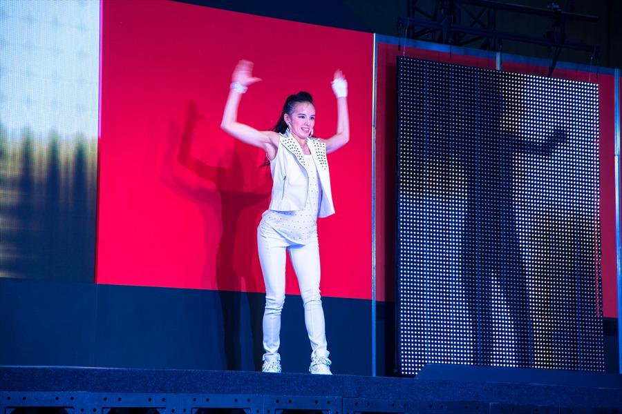 東京オート日産ダンスアップカットダンサー01