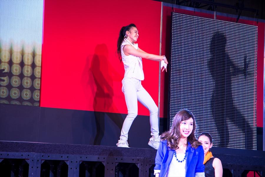 東京オート日産ダンスアップカットダンサー08