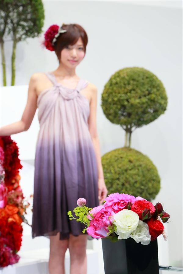 CP2013SONYステージコンパニオン花フォーカス13