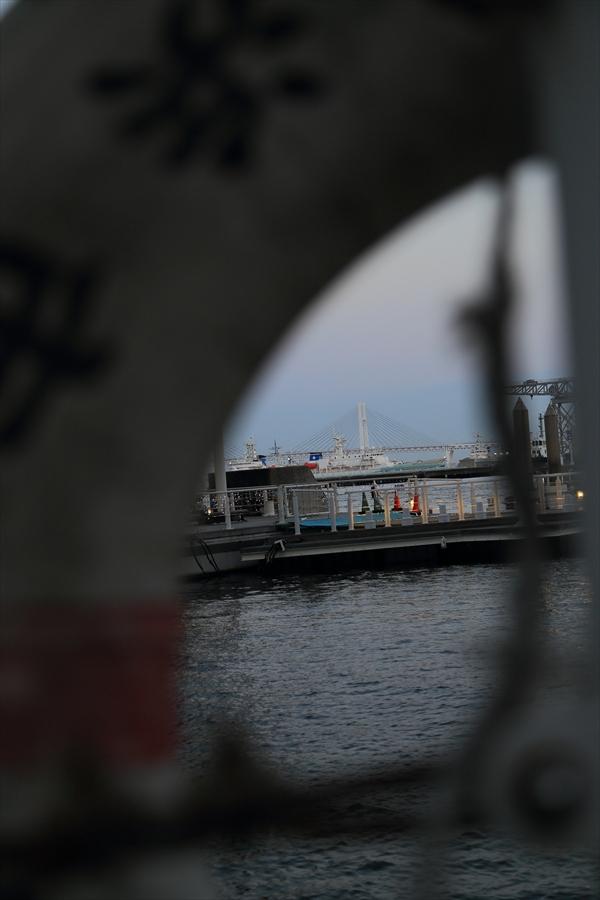 CP2013横浜トワイライト浮き輪から見る夕景07