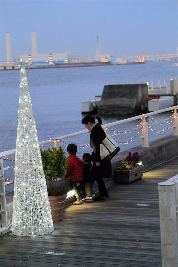 CP2013横浜トワイライト桟橋子供と母夕景03