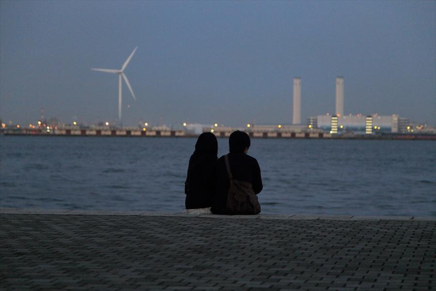 CP2013横浜トワイライト海辺カップル夕景05