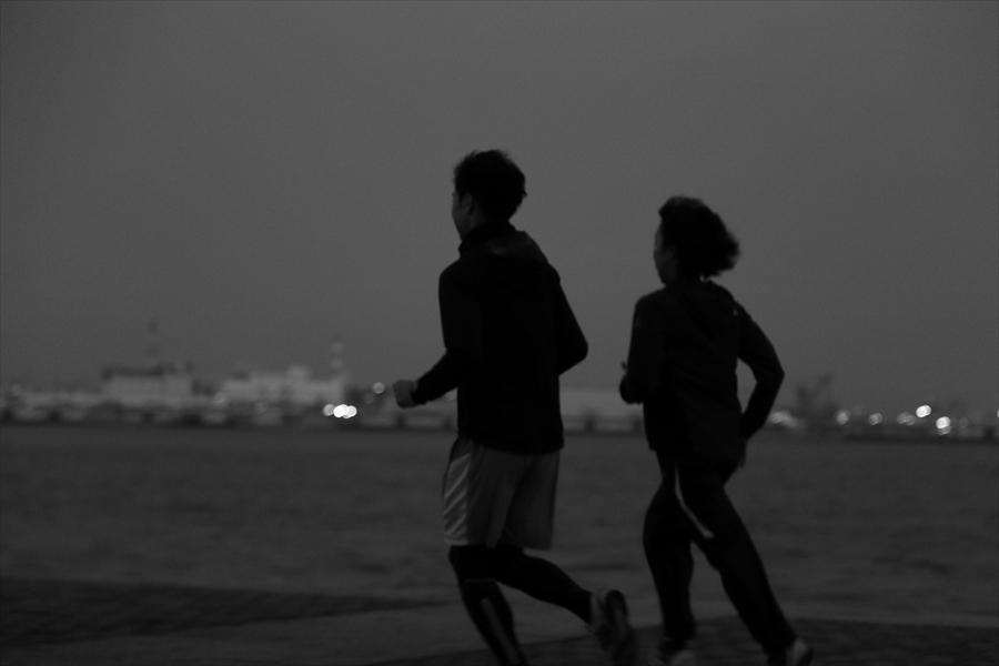 CP2013横浜トワイライトカップル走る夕景15