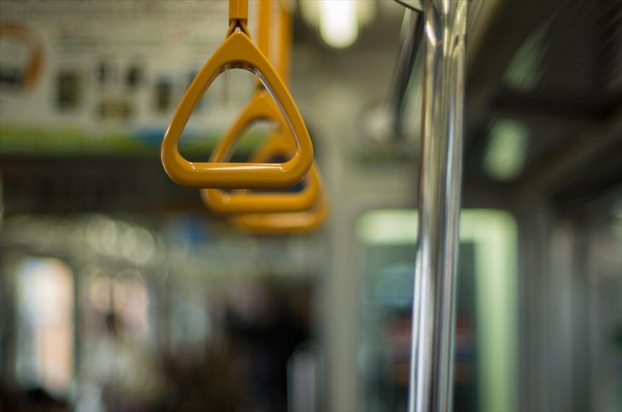 江ノ電車内から撮影車内吊り輪01