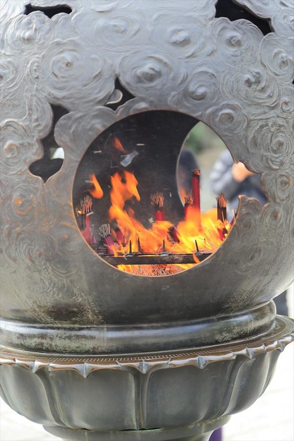 高徳院大仏香炉炎06