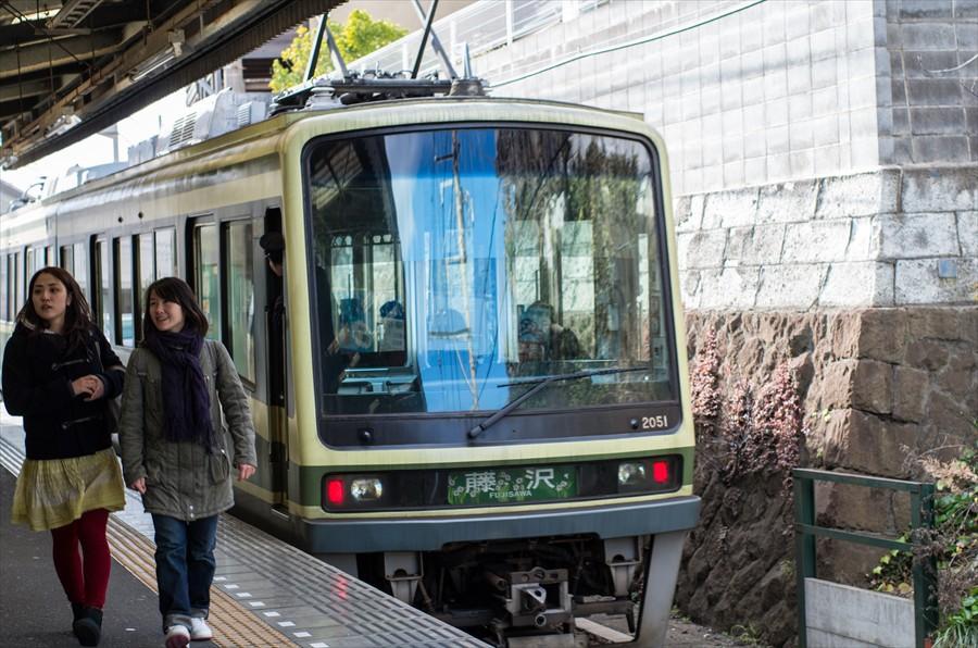 江ノ電車内から撮影電車到着06