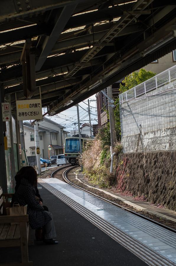 江ノ電車内から撮影電車接近04