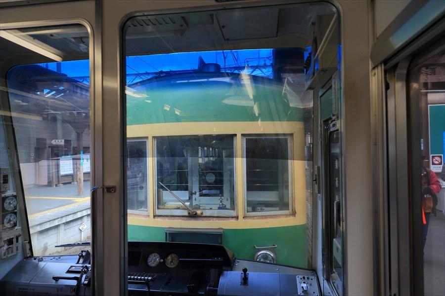 鎌倉江ノ電車内連結車両風景11