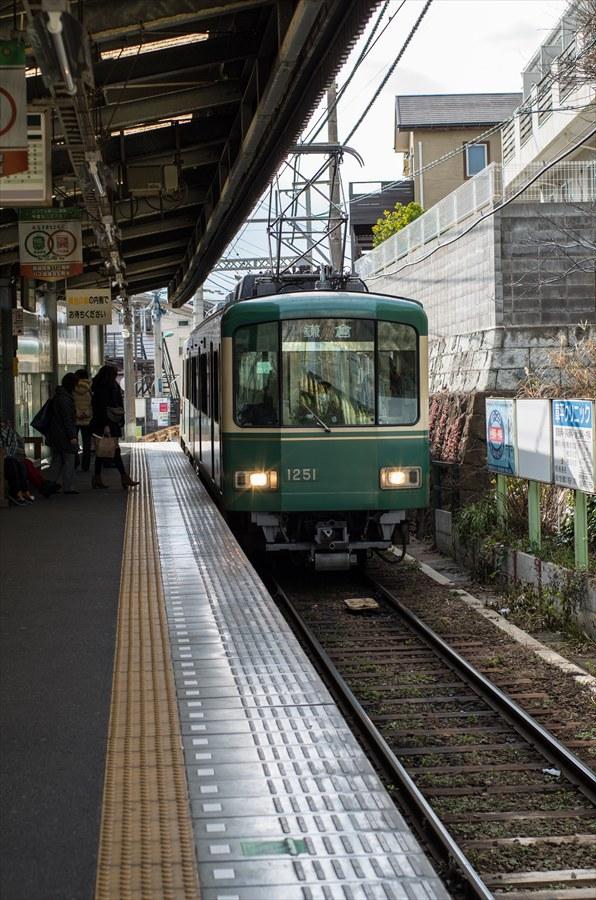 江ノ電車内から撮影電車接近05