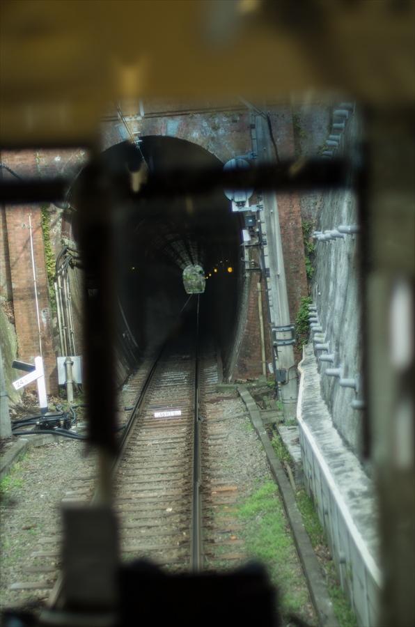 江ノ電車内から撮影トンネル07